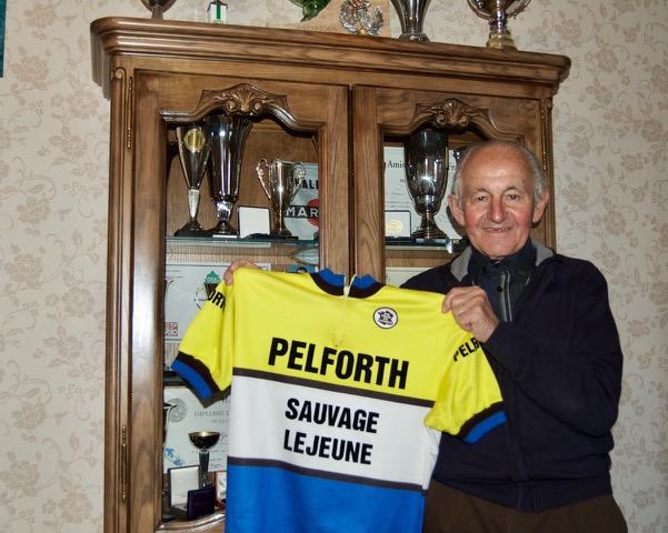 Sous les couleurs de l acbb 3 7 le bidasse georges groussard remporte paris verneuil - Chez georges porte maillot ...