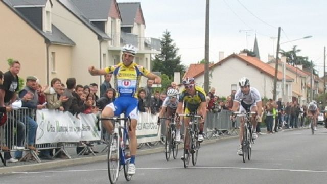 Tour des Mauges : Renou 1er leader